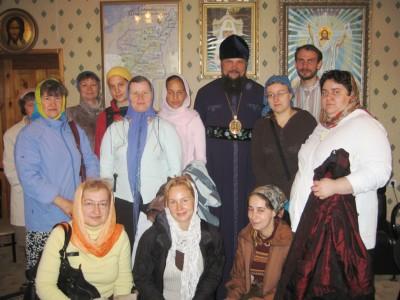 Епископ Питирим с паломниками из братства