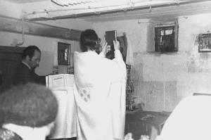 Богослужение в подвале