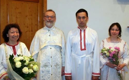 Священник Георгий Кочетков с нововоцерковленными