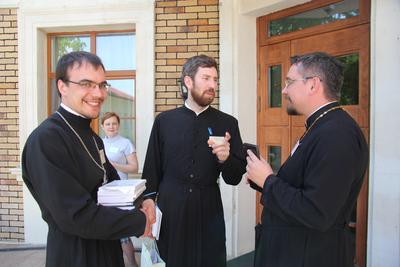 Священники Алексий Малов и Виктор Дунаев и протоиерей Димитрий Карпенко