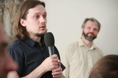 Важной частью конференции была дискуссия. Вопрос задает дьякон Иоанн Логинов (Красноярск)