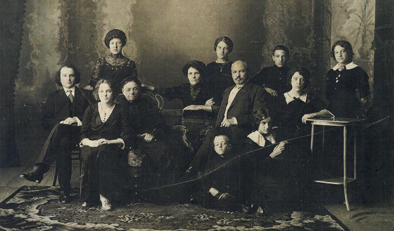 Анастасия Золотурина с семьей