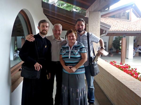Хью Уайбру с представителями СФИ и Преображенского братства