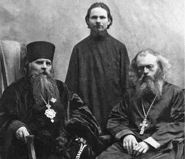 архиепископ Иннокентий и священник Валентин Войно-Ясенецкий