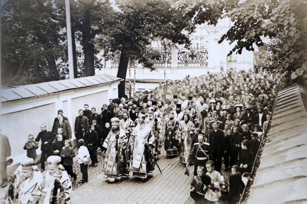 Крестный ход в защиту Александро-Невской лавры