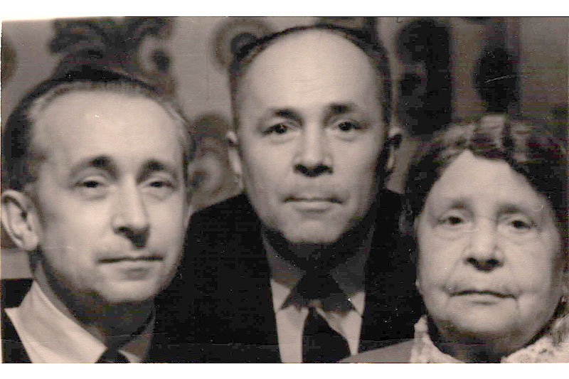 Николай Сергеевич Щербачёв с дочерьми Ольгой и Александрой