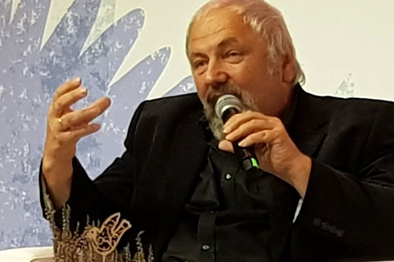 На пленарном заседании выступают телеведущий Ф.В. Разумовский