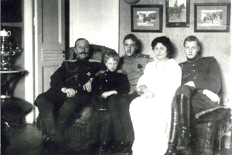 Семья Г.Н. Вирановского в 1915 году: Георгий Николаевич, Николай, Борис, Елена Артуровна, Георгий