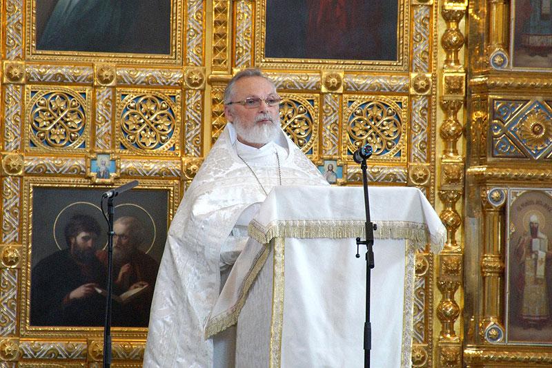 Священник Георгий Кочетков проповедует в храме Христа Спасителя. 2016 г.