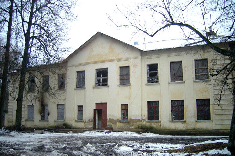 Здание разрушенной сельской школы