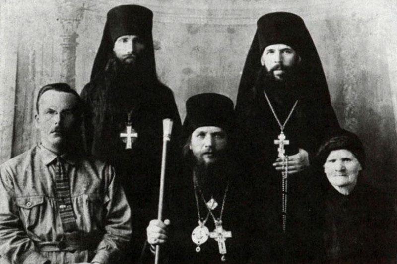 Епископ Павлин (Крошечкин), игумен Таврион (Батозский), схииеромонах Андроник (Лукаш)