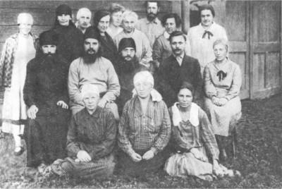 Отец Сергий Мечёв с братией и прихожанами