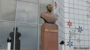 Бюст Сталину
